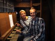 Pernille La Lau en stadsbeiaardier Bauke Reitsma aan het Weesper Carillon